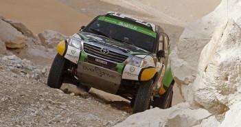 La Toyota Hilux sulle piste rocciose