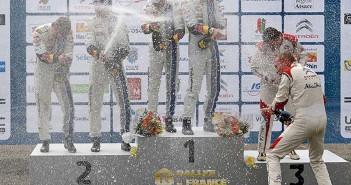 La festa dei medagliati sul podio finale.
