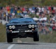 La Lancia Rally del pilota Finlandese su un dosso