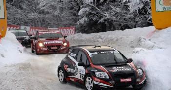 La Toyota di Panis mette in fila il gruppo.