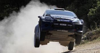 Elfyn Evans con la Ford Fiesta RS WRC in azione nel Rally Italia Sardegna