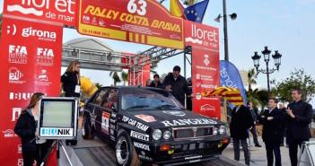 """""""Lucky"""" e Fabrizia Pons al via del Rally Costa Brava."""