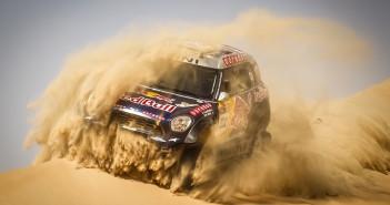 Nasser Al-Attiyah conclude al primo posto il Desert Challenge ma è poi escluso in verifica