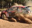 La Toyota Yaris di Poulter nella polvere Africana.