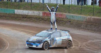 Il Terribile festeggia il primo trionfo nel rallycross.