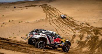 Lo squarone Peugeot in azione al Silk Way
