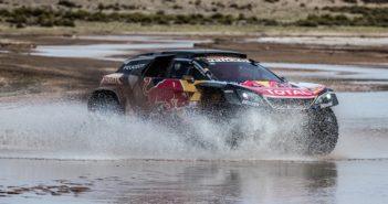 In Bolivia la Dakar inciampa nuovamente in acqua e fango.
