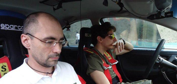 Bernacchini attento a note e road book nelle ricognizioni.