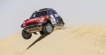 La Mini de vincitore sulle dune del Qatar.