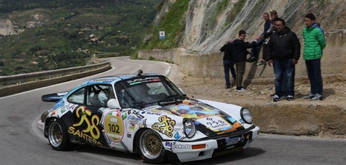 La Porsche di Bossalini sulle strade Sicule