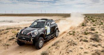 La Mini countryman del vincitore nel deserto Kazako