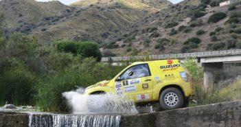 La Suzuki Grand Vitara in uno dei guadi Siciliani
