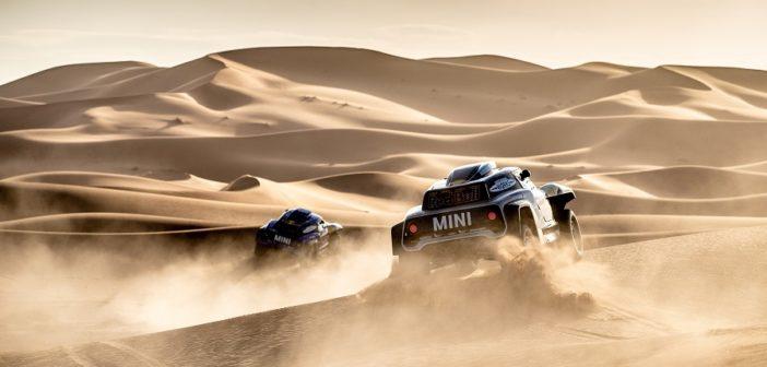 I buggy targati Mini si preparano per il deserto del Perù.