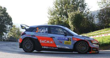 La Hyundai i20 WRC di Fontana a tutta sulle prime speciali Lariane.