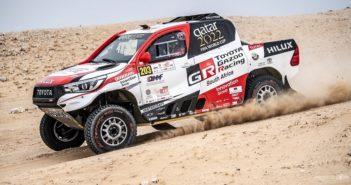 La Toyota Hilux di Nasser in azione sulle piste di casa.