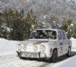 La Renault 8 del vincitore sulle strade innevate del Montecarlo.