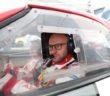 Il Brazz nell'abitacolo della sua Abarth 124 Rally.