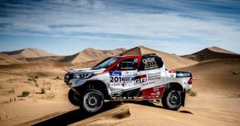 La Toyota Hilux di Al Attiya piega le dune Asiatiche