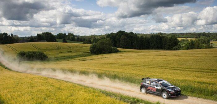 La la new Ford Fiesta R5 con Suninen sulle strade dell'Estonia.