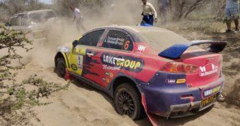 La Mitsubishi di Duncan nella morsa della sabbia vulcanica.