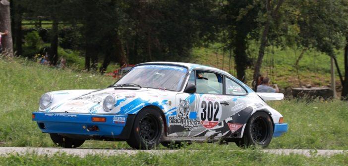 La Porsche 911 di Da Zanche in azione sulle speciali dell'Alpi Orientali