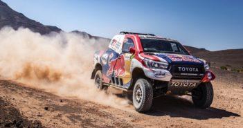 La Toyota Hilux fa sue le dune del Marocco.