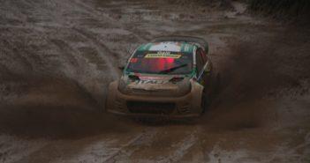 La Kia di Galli si fa  largo nel fango