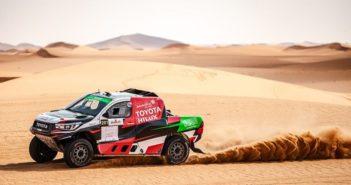 La Toyota Hilux di Yazeed sulla sabbia di casa.