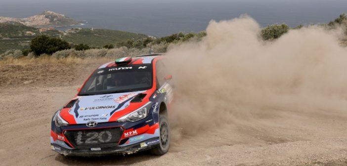 La Hyundai R5 di Scandola sugli sterrati della Sardegna