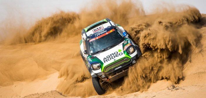 La Mini di Zala sulle dune Saudite.