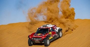 La Mini di Carlos sulle imponenti dune della seconda metà della Dakar.