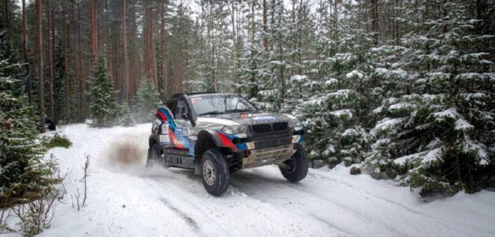 La BMW del vincitore in azione sulle piste innevate.