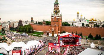Le suggesstive immagini della partenza Silk Way dalla piazza rossa.