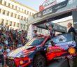 La Hyundai i20 di Neuville sulla pedana del rally Portoghese.