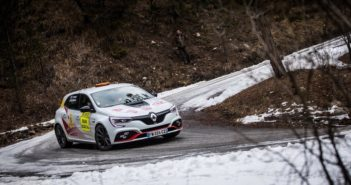 Una delle Clio RSR Rally5 al Montecarlo al suo debutto da apripista.