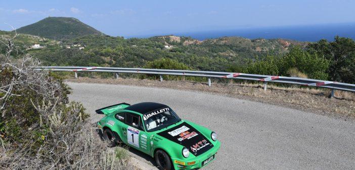 La verde Porsche di Salvini si conferma la stella dell'Elba.