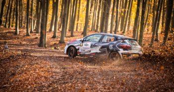 La Clio Rally5 di Ola Nore vola sulle difficili speciali Ungheresi.
