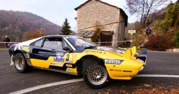 Battistolli si esalta di traverso con la Ferrari 308 GTB
