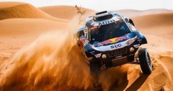 Il buggy di Carlos cavalca le dune che portano ad Ha'il