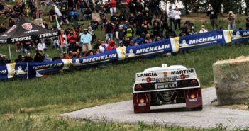 Nell'immagine la bellissima Lancia 037, mentre sullo sfondo il numeroso pubblico che ogni anno si assiepa sulle strade di  Rallylegend.
